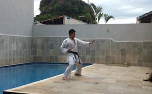 空手の練習でプールに落下