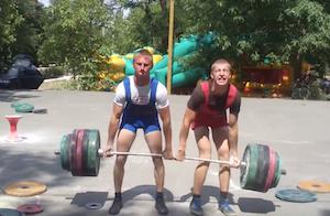 重量挙げで膝がガクブルになるロシア人