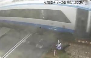 高速電車にひかれるも無事だったサイクリスト