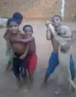 犬と踊る少年