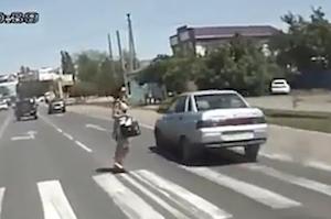 歩行者の事故を回避したナイスなクラクション