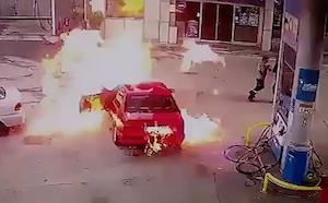 給油所で突然の炎上で危機一髪