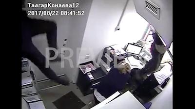 意外な登場をする銀行強盗