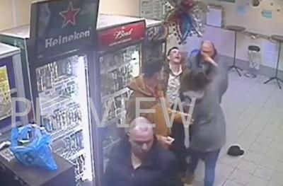 迷惑な客を一発KOする女性店員