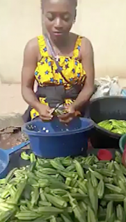 超高速で野菜を切る女性