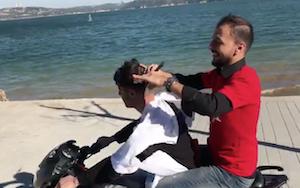 バイクに乗りながら散髪