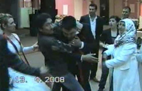 結婚式中に逮捕されたマフィア