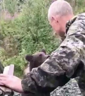 野生のクマと遊んでみた