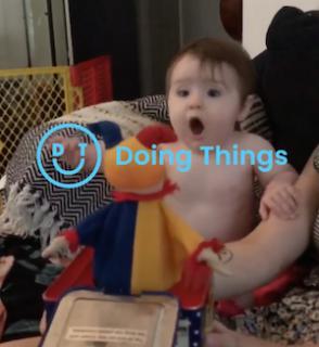 ビックリ箱にナイスな反応をする赤ちゃん
