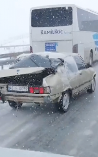 絶対寒いボロボロな車