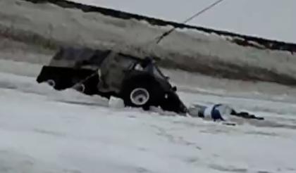 氷上でのギリギリの救出劇