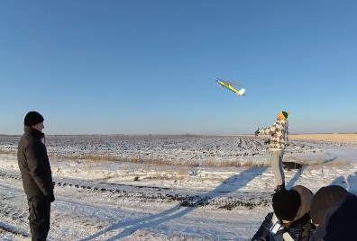 パラシュートにラジコン飛行機が突っ込む