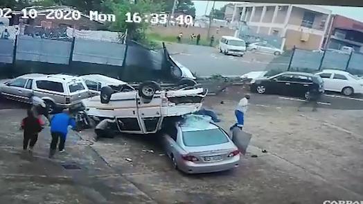 暴走ミニバスの事故の瞬間