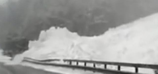 怖すぎる雪崩